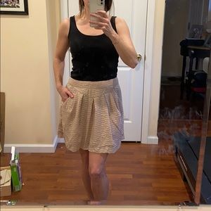 Gap champagne colored skirt with pockets-size 4